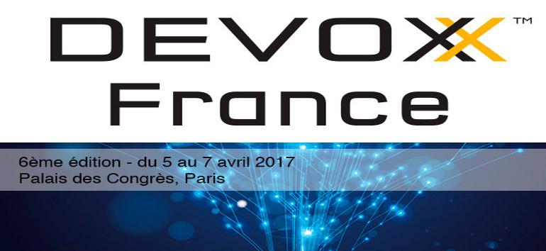 """Après des semaines d'attente suite à l'inscription, nous avons enfin pu participer à la 3ème édition de Devoxx France du 5 au 7 avril à Paris. Ce salon est totalement dédié à l'univers du développement. Pendant 3 jours nous avons enchainé les conférences sur des sujets variés tels les microservices, DevOps ou encore l'intelligence artificielle. L'objectif pour E-DEAL ? Etre. A la pointe de la technologie pour accompagner les évolutions du logiciel E-DEAL CRM. Le 1er jour, découverte des microservices et des outils utilisés lors des universités : format de conférence de 3h avec présentation de la techno ou de l'outil en direct. Le 2ème jour, Eric Sadin a pris la parole lors de son keynote """" de la responsabilité des ingénieurs """". Plein de ferveur, il nous a rappelé notre rôle et les responsabilités qui nous incombent en tant que développeur. Et notamment dans un monde de plus en plus robotisé où des questions d'ordre éthique peuvent se poser. Nous avons ensuite complété notre parcours avec le keynote de Laurent Victorino sur l'utilisation d'une IA imparfaite dans les jeux vidéo. Place ensuite aux conférences. Il fut judicieux de faire une pré-sélection car le temps disponible entre deux talks permettait à peine de changer de salle. Le 3ème jour, il était déjà temps de repartir. Et pourtant, il nous restait encore plein de choses à découvrir dans les microservices ou encore l'intelligence artificielle. C'est la tête pleine de nouveaux éléments que nous quittions, après 3 jours de conférences, keynotes, meetup et tool in action (présentation d'outils de développement en live), le centre de conférence de la Porte Maillot pour retourner à Toulouse et nos bureaux de Labège."""